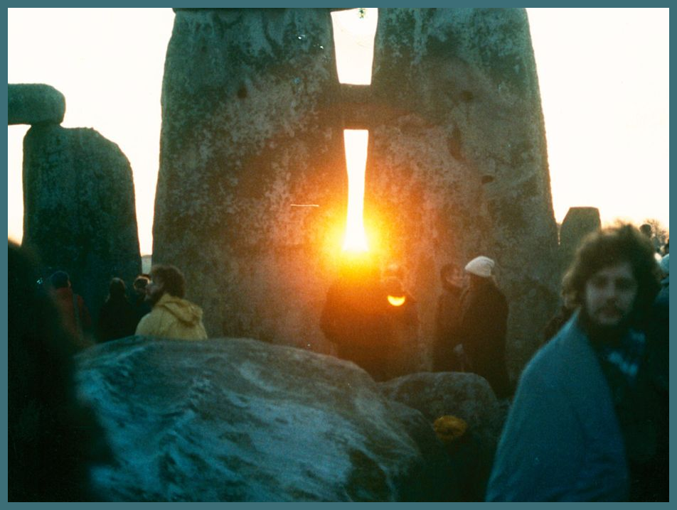 Winter Solstice Sunrise at Stonehenge - Wiki Commons